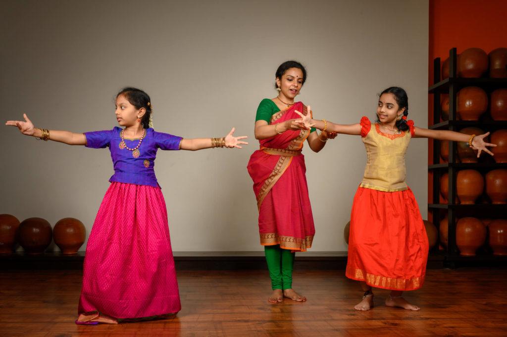 Maya-Curated-Kanjivaram-Silk-Sarees-Online-Handwoven-Handmade-Make-In-India-Cotton-Parutti-Handcrafted-Sandhya-Udupa-Bharatanatyam-Dancer-Mrs-Ghatam-Giridhar-Udupa-7