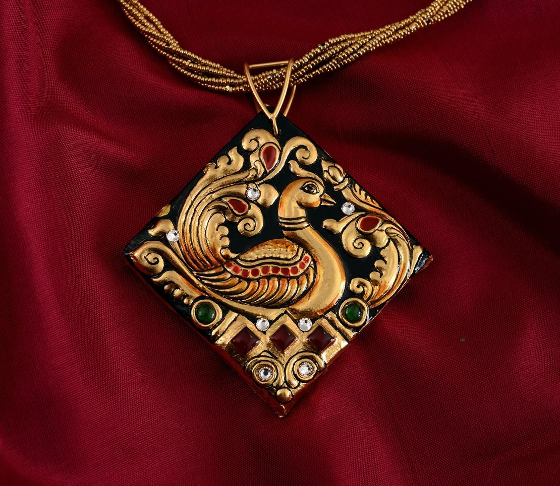 exquisite-tanjore-paintinglike-pendant-weavemaya-Bangalore-India-Maya-diamond-peacock