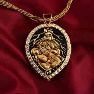 exquisite-tanjore-paintinglike-pendant-weavemaya-Bangalore-India-Maya-leaf-Krishna-white-border