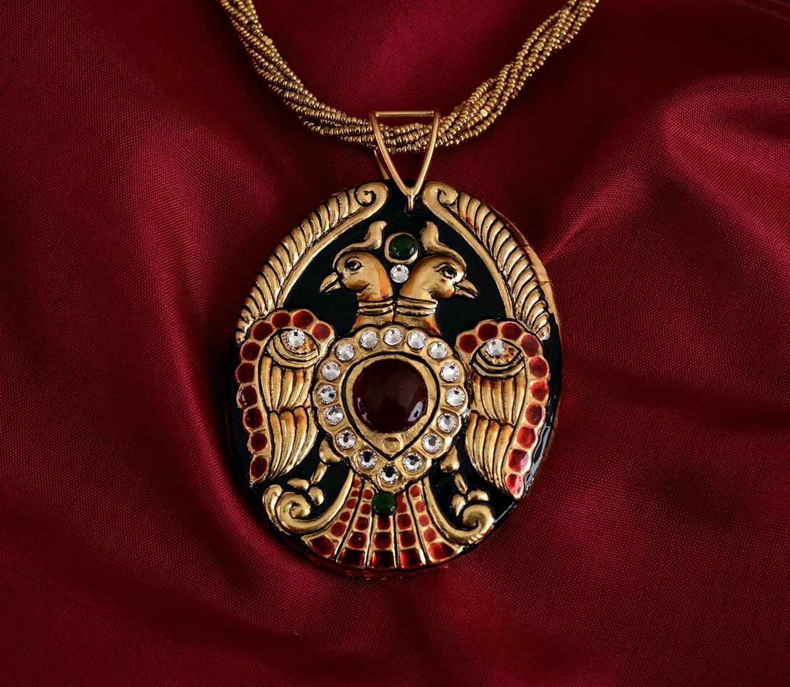 exquisite-tanjore-paintinglike-pendant-weavemaya-Bangalore-India-Maya-oval-gandaberunda