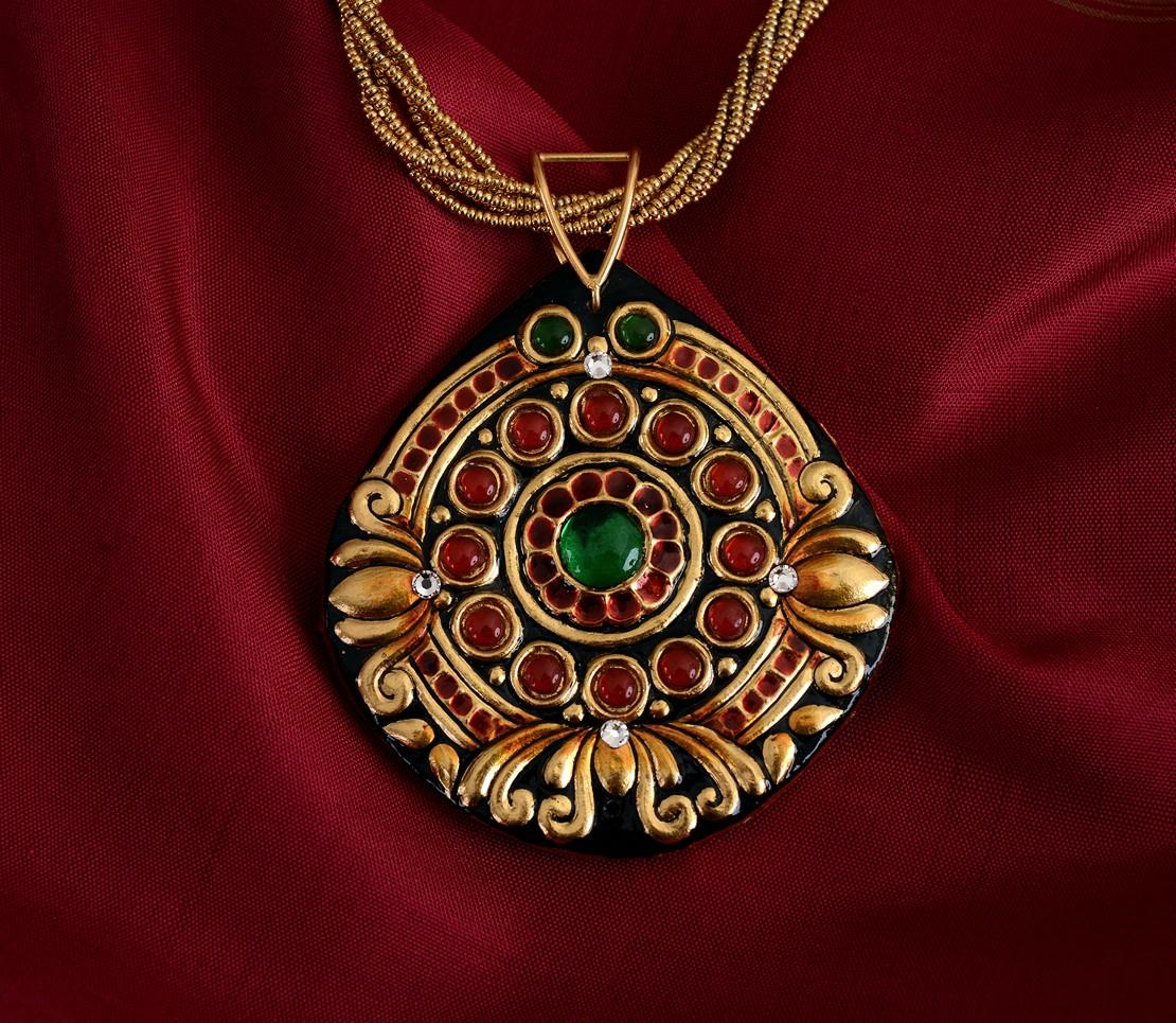 exquisite-tanjore-paintinglike-pendant-weavemaya-Bangalore-India-Maya-round-3-lotus