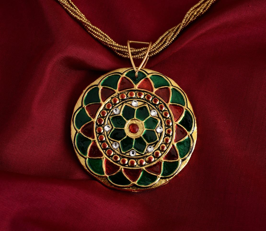 exquisite-tanjore-paintinglike-pendant-weavemaya-Bangalore-India-Maya-round-flower