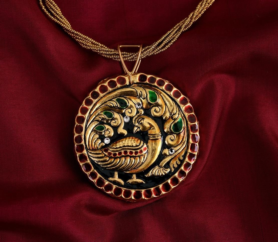 exquisite-tanjore-paintinglike-pendant-weavemaya-Bangalore-India-Maya-round-peacock-red-border