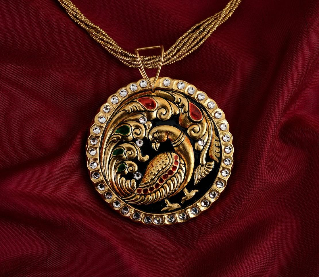 exquisite-tanjore-paintinglike-pendant-weavemaya-Bangalore-India-Maya-round-peacock-white-border