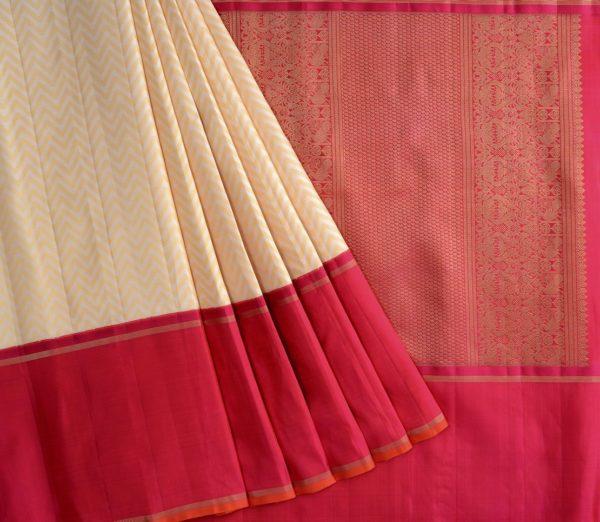 exquisite-bridal-Kanjivaram-weavemaya-Bangalore-India-Maya-offwhite-chevron-mubbhagam-rich-pallu-10082106-3
